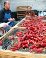Ihsan Cleaning Piment d'Espelette peppers