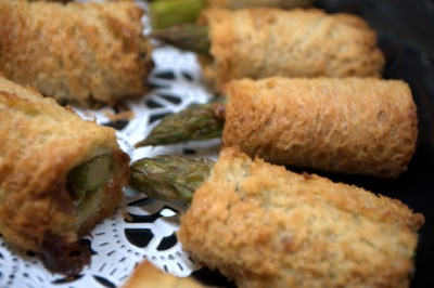 Blue Cheese and Asparagus Rolls