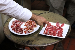 Hand vs. Machine-Sliced Jamón